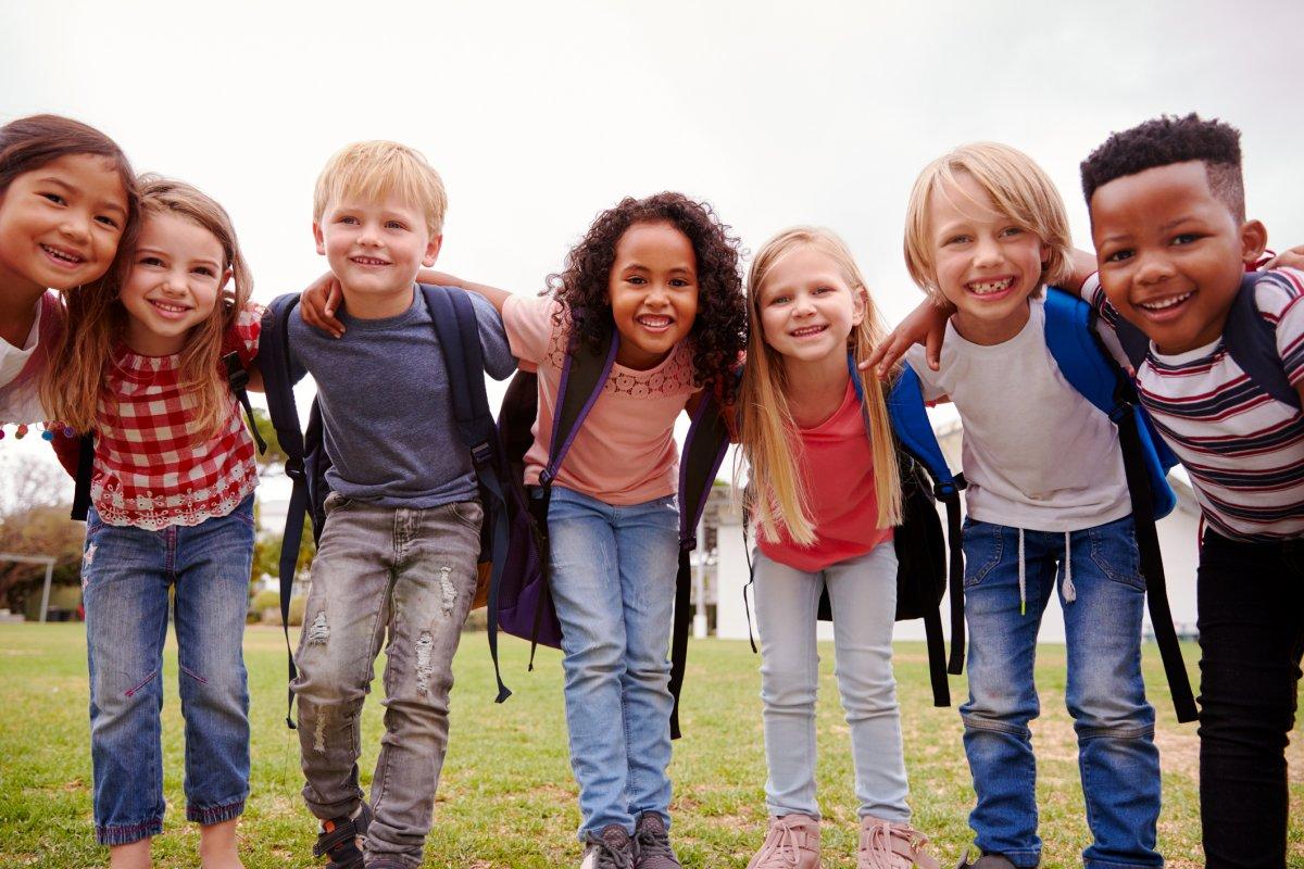 Szkoła jednak jestem miejscem, gdzie mieszają się różne środowiska, są tam dzieci z różnych osiedli i różnych rodzin.